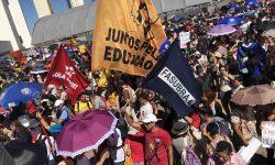 Educação mostra resistência e leva novamente milhares às ruas em todo o país 2