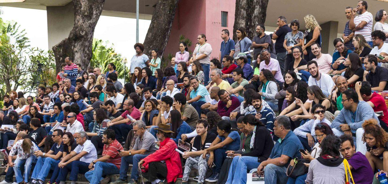 TAE da UFMG aprovam participação na Greve Geral da Educação no dia 15 de maio 1