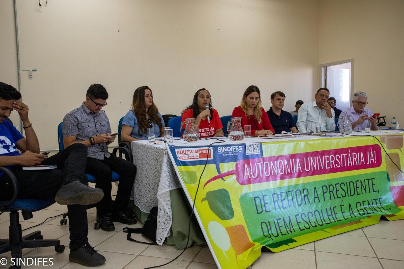 Audiência Pública questiona nomeação do professor que perdeu as eleições para a reitoria da UFVJM 1